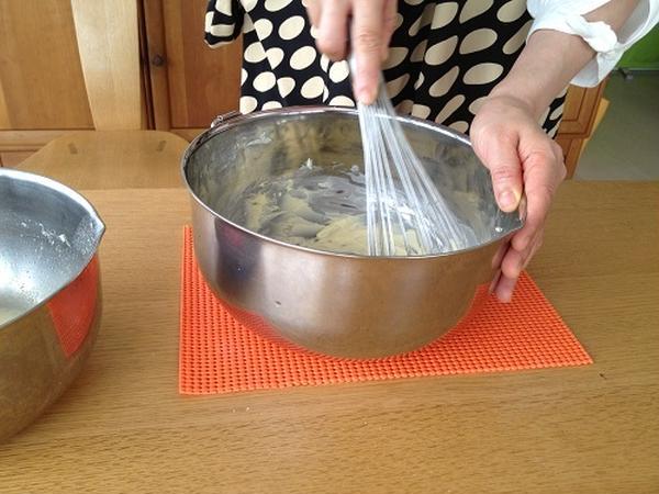 発酵待ちの間にクリーム作り。