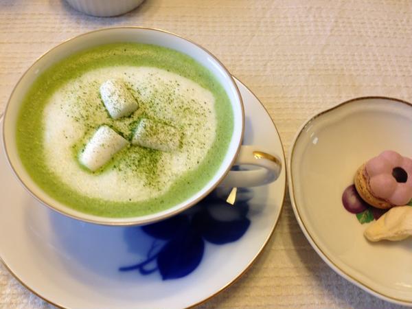 抹茶アレンジの抹茶マシュマロラテ
