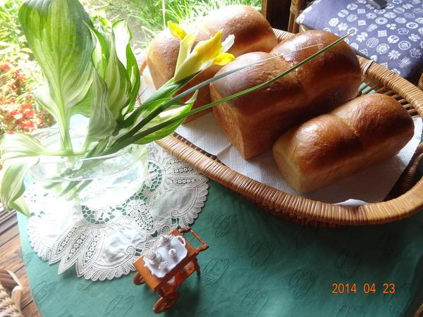 苺酵母のパン!苺の香り一杯です。