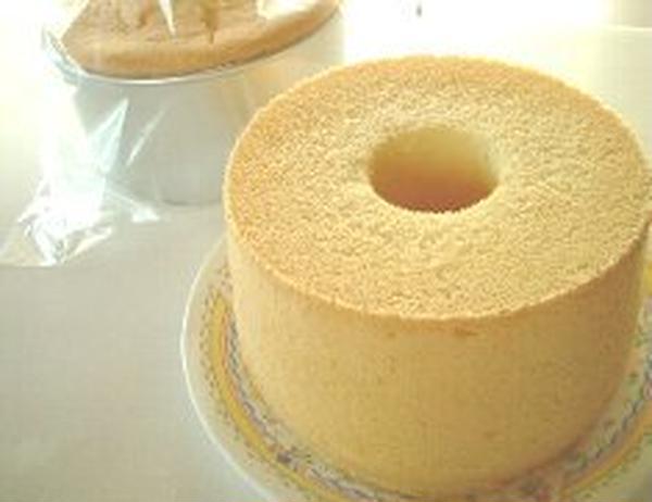 シフォンケーキは  たまごの力だけで膨らませています