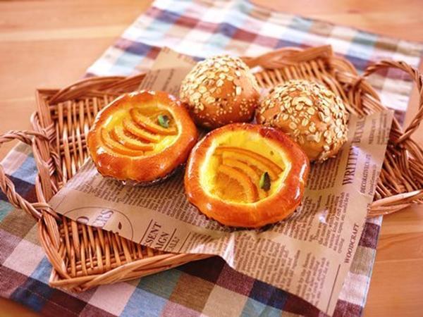 9月に作った雑穀パンとオレンジカスタード♪