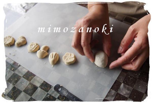 和三盆の干菓子を制作中。