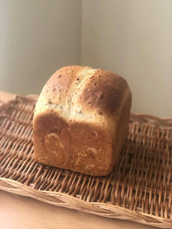 酒種シードミックス入り食パン