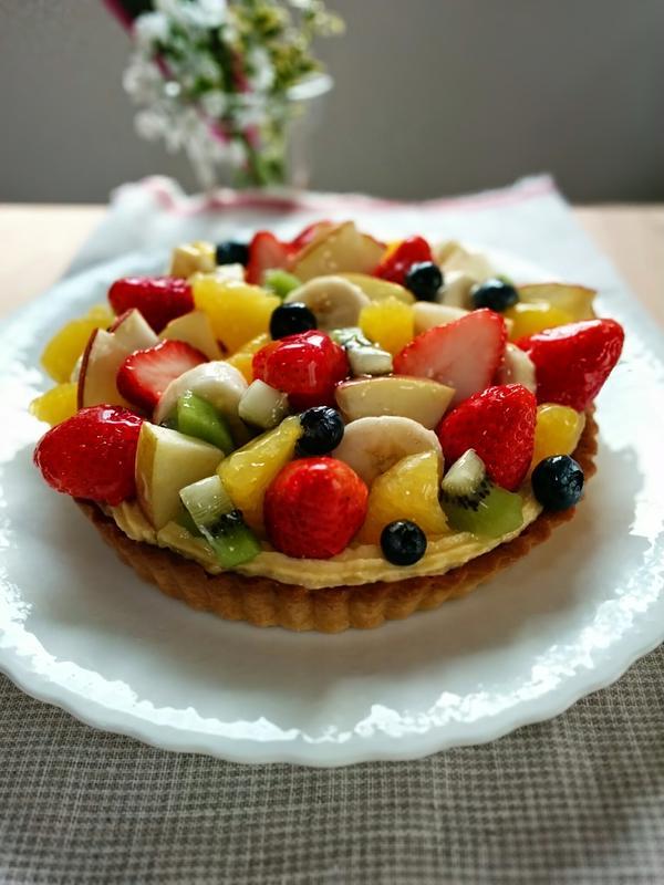 タルト オ フリュイ。フルーツいっぱいのタルトです♪