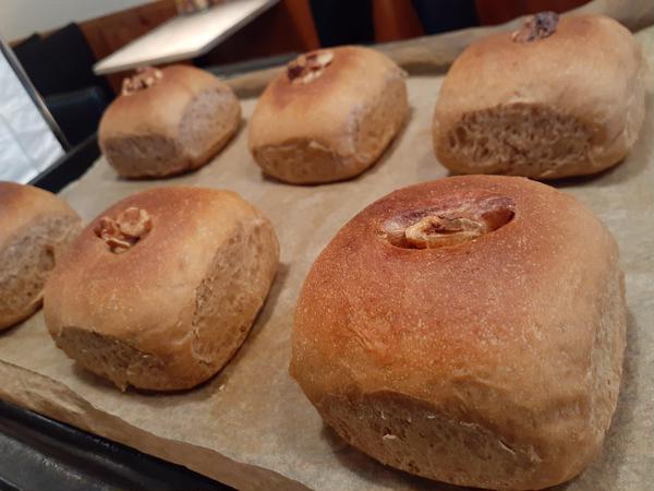 コーヒー生地あんパンを4角に焼きました!