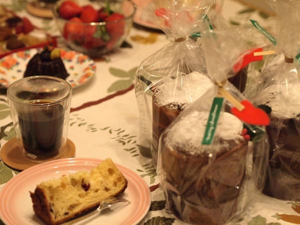 クリスマス・レッスン パネトーネ試食中です