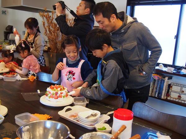 パパも一緒に親子クリスマスケーキデコレーション教室