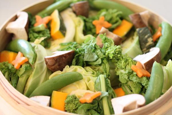 食材の味を活かしたシンプルな蒸し料理も。