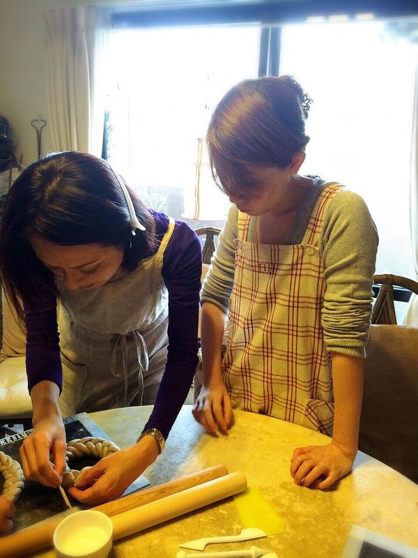 パンでリースを作ります。細工も楽しい!