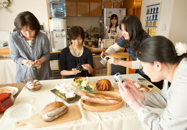 パンを被写体に講師を招いて写真教室も開催しました