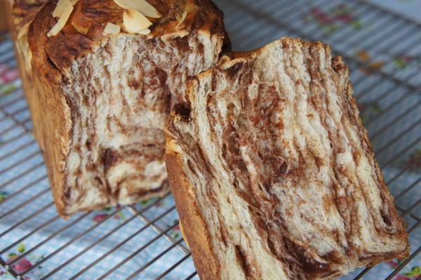 チョコシートを折り込んだふわふわパン