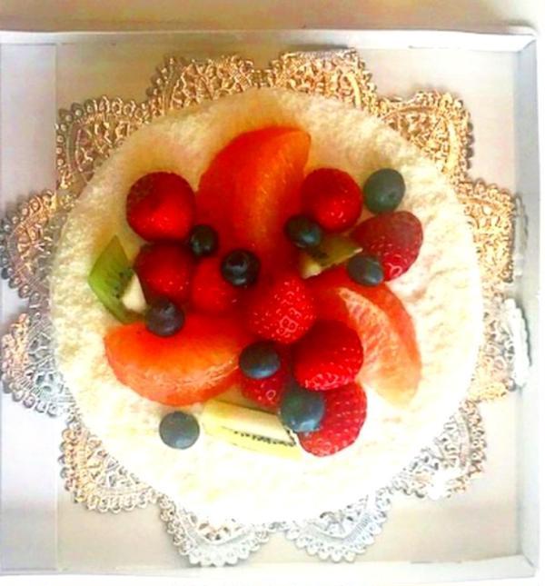 フルーツいっぱいのデコレーションケーキ