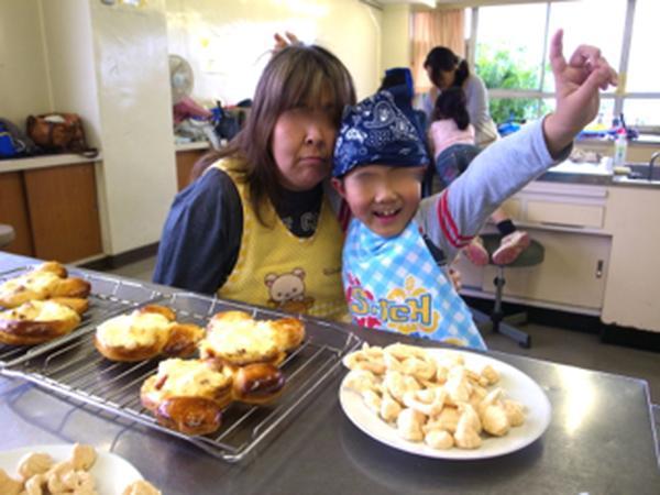 ミッキーのグラタンパン。メレンゲクッキーも一緒に作りました。