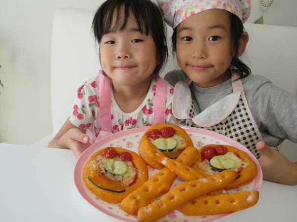 キッズ達可愛い☆パン生地はトマトジュースでこねてます!