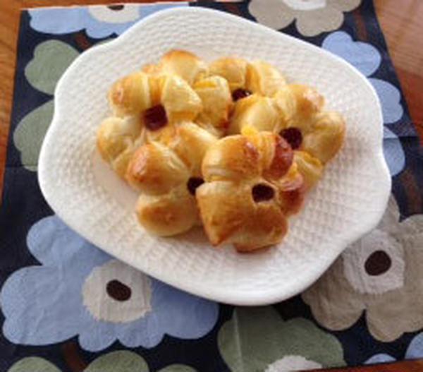 お花の形のクリームパン