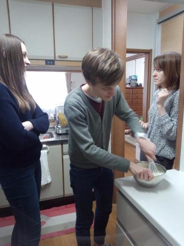 ウクライナ料理を教えてくれた留学生達。ありがとう!
