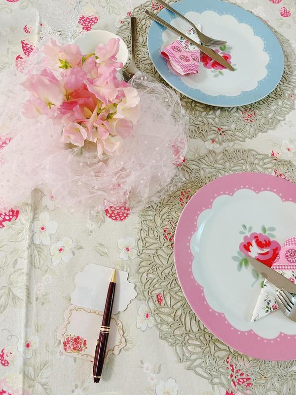 婚活料理教室のテーブルです。 可愛らしいピンクで❣️