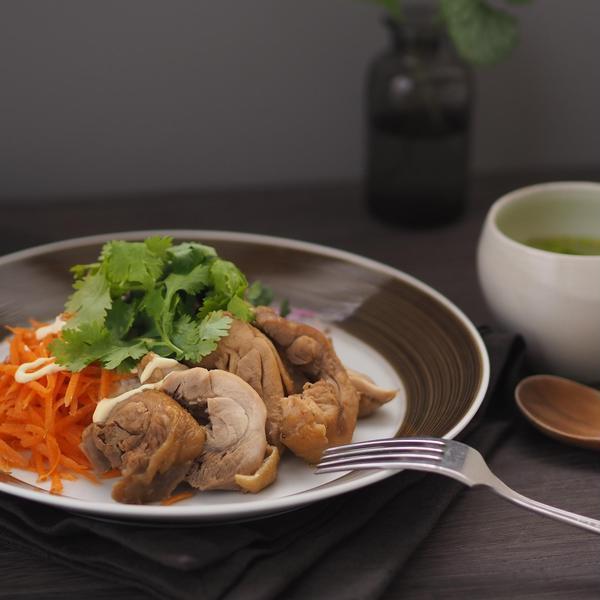 東南アジアの食卓~鶏の八角煮込み