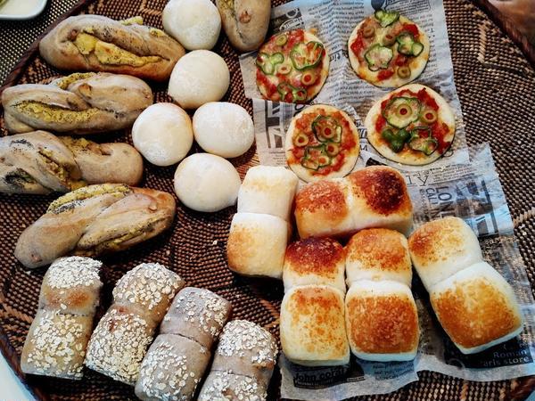 グループレッスンは色々なパンが試食できるようアレンジします♪