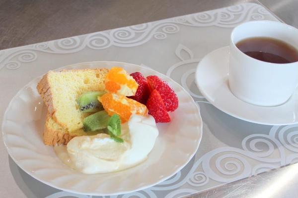シフォンケーキと バニラアイスクリーム