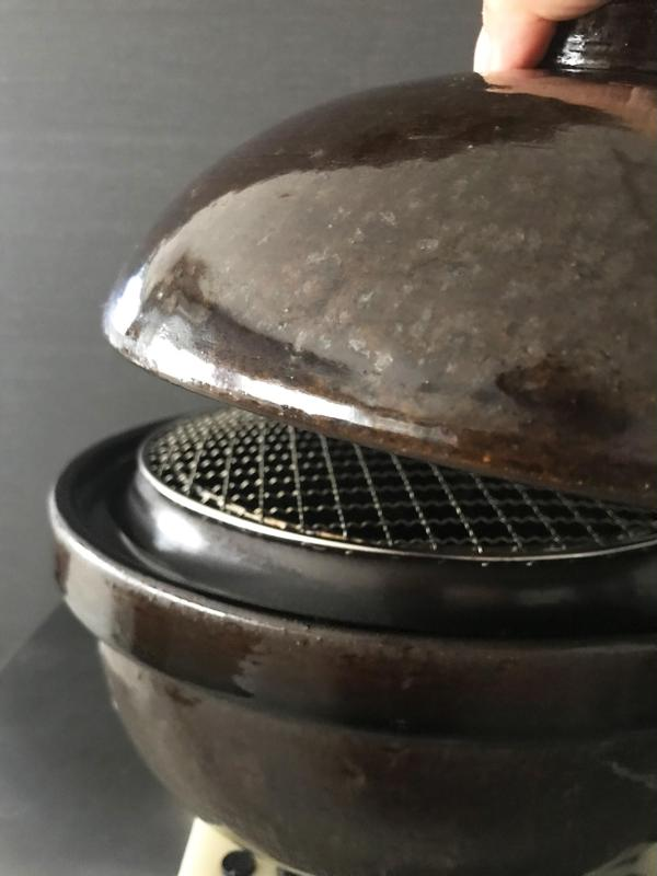 長谷園の燻製土鍋「いぶしぎん」を使って燻製ナッツを作ります