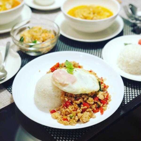 お家タイ料理ではガパオにマッサマンカレーも