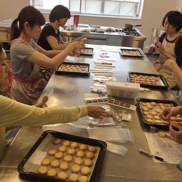 クッキーなどの焼き菓子はラッピングして持ち帰ります