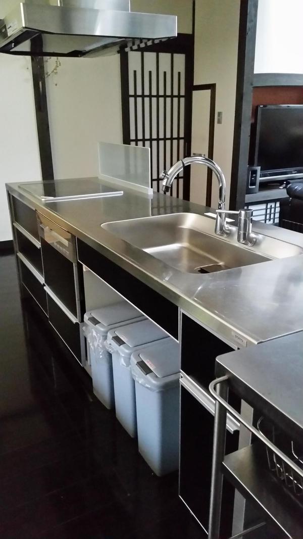 このキッチンで作業していただいています。