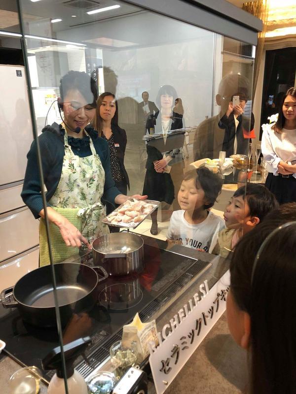 LIXIL札幌ショールームにてお子さまも興味深々♪