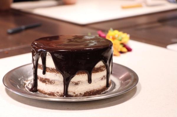 ネイキッドケーキ~グラサージュで大人な雰囲気~
