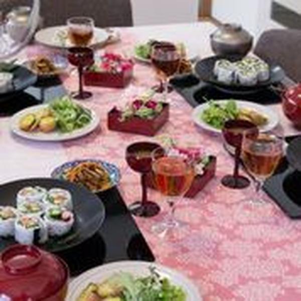 早春レッスンではお一人様ずつ裏巻き寿司にチャレンジ!
