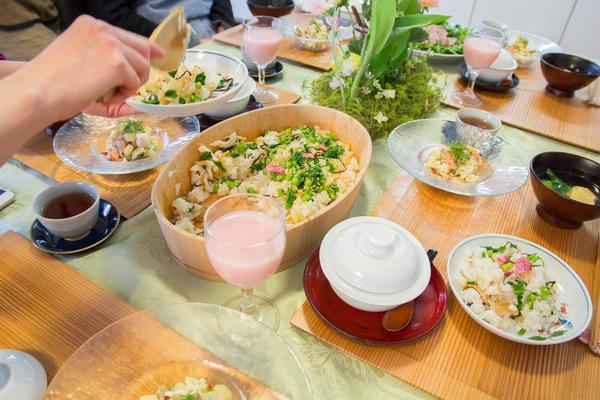 春の食材をたっぷり乗せて春爛漫なちらし寿司のレッスン。