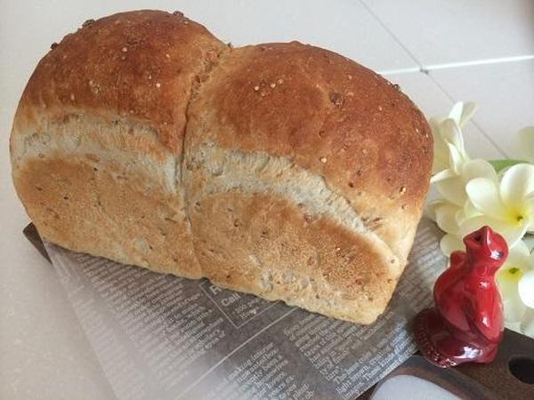 メニュー例 ホシノ天然酵母でヘルシー押麦パン