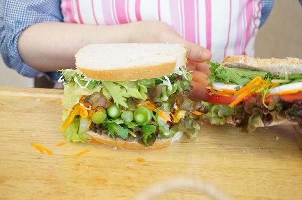 パンド・ミーのレッスンでは 旬野菜でわんぱくサンド!