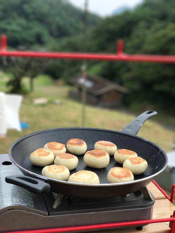 フライパンパンは、キャンプ場でも簡単に手作りパンが実現!