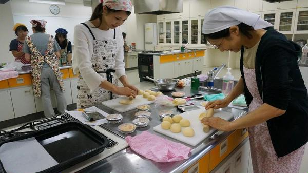 1か月ぶりの教室。今日は簡単な菓子パンを作りました。