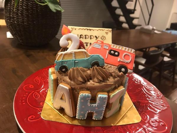 バースデーケーキにアイシングクッキーを飾って特別感アップ♩