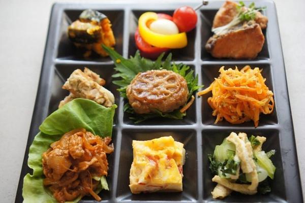 お弁当惣菜は驚きの品数です!