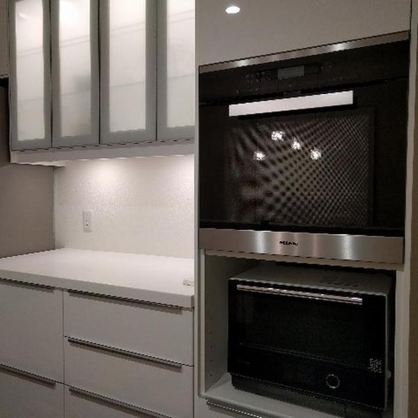 家庭用オーブンの他に、大きなオーブンも備えております。