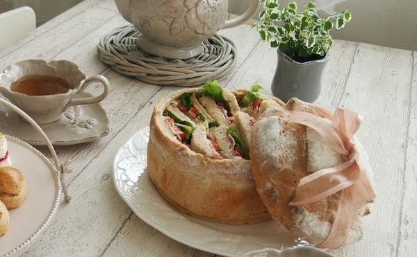 パンレッスン。大きなカンパーニュを焼いてサンドイッチに。