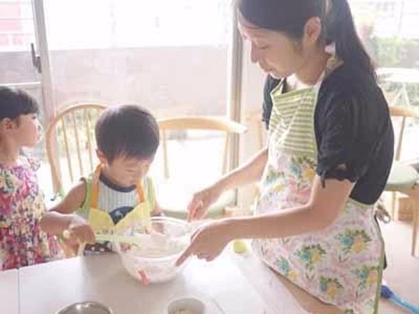 ママと一緒に仲良くパン作り