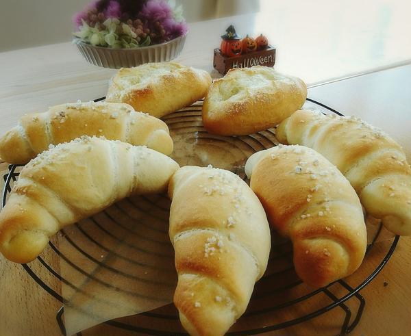 塩パン&シュガーバターパンは香りがいいですね☆