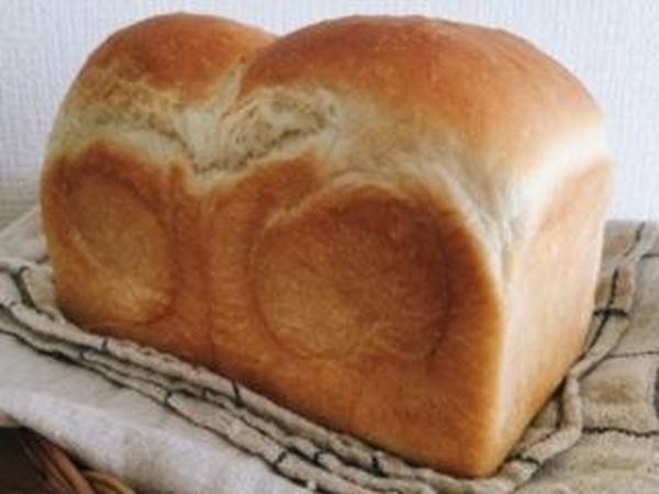 飽きのこないフワフワのパン・ド・ミ。人気メニューです。