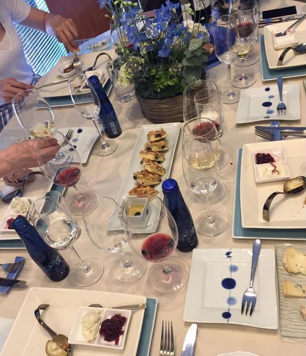 ブルーチーズがテーマでブルーを入れたテーブルにしました♪