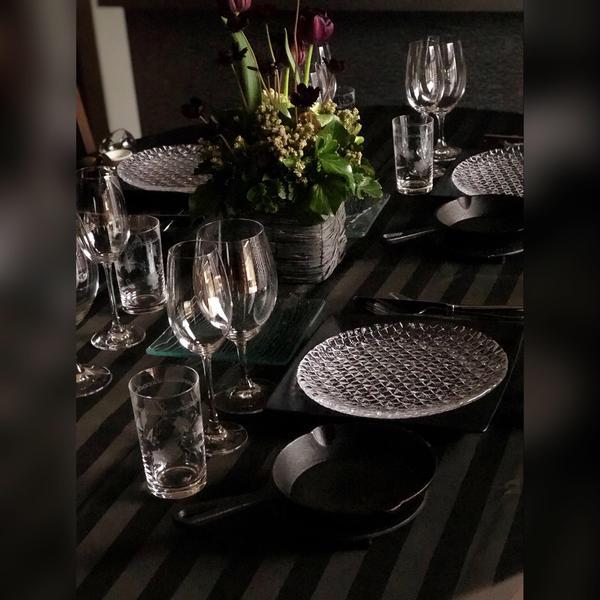 2月のテーマは黒。テーブルも黒ですが、もう一つの黒も♪
