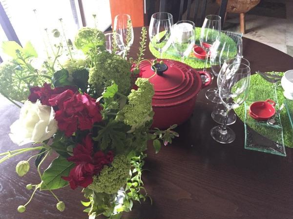 4月は赤と緑のテーブルで、カジュアルワインを楽しみました♪