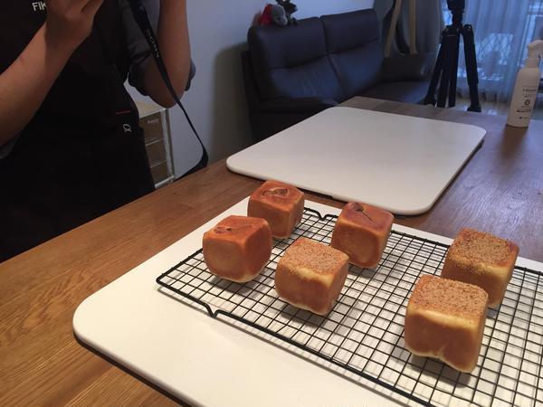 完成したパンを撮影中・・・
