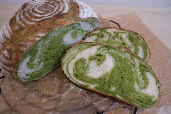 抹茶のカンパーニュ。グリーンのマーブル模様がアクセントに。