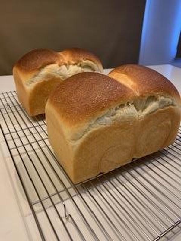国産小麦のもちもち生地。ホシノ酵母の食パン