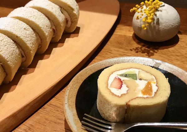 季節のフルーツロールケーキ